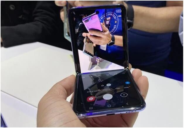 Samsung Galaxy Z flip new smartphone- Hideaway hinge